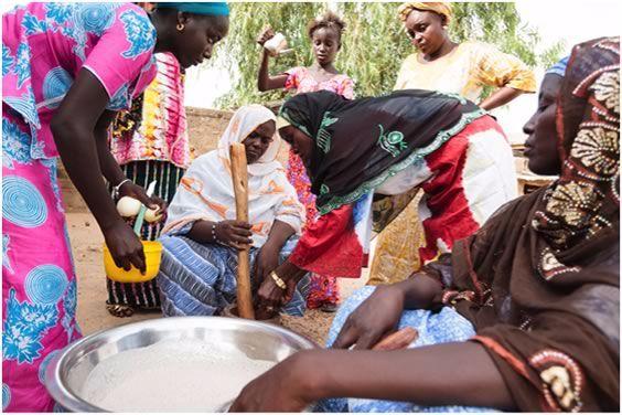Women in Senegal preparing food